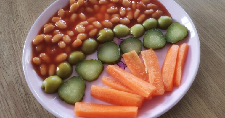 Baked beans and Raw  Vegetables