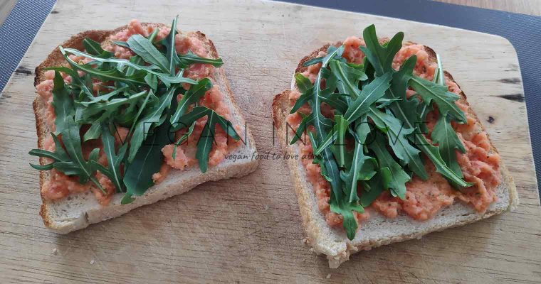 Tomato salsa and wild rocket on bread